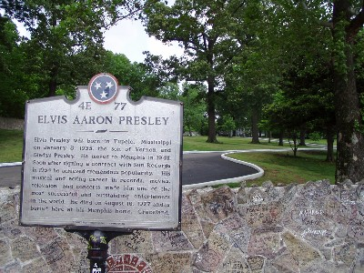 A picture of the plaque located outside Graceland in Memphis, TN