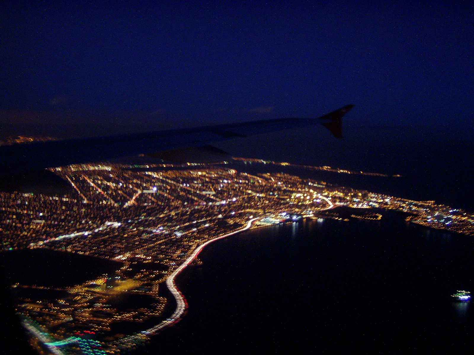 The lights of New York on approach to LaGuardia @ 17:30 hrs Dec 12, 2002