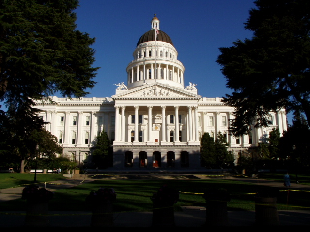 A picture of the State Legislature Building in Sacramento, CA